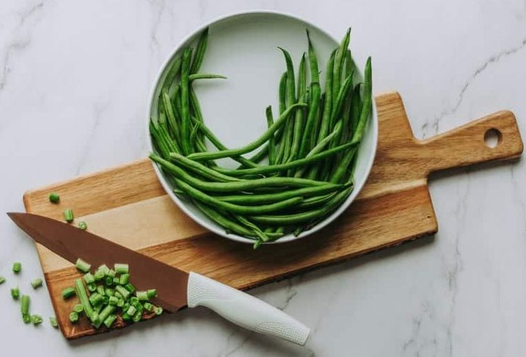 What are the benefits of feeding green beans to rabbits?